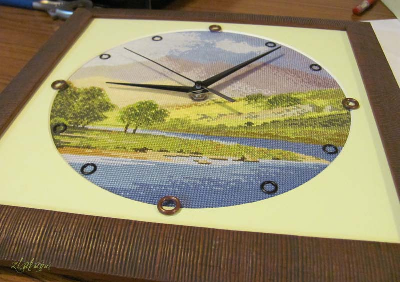 Как оформить вышивку часы в рамку