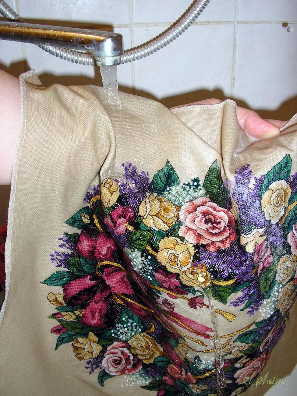 Как и чем стирать готовую вышивку