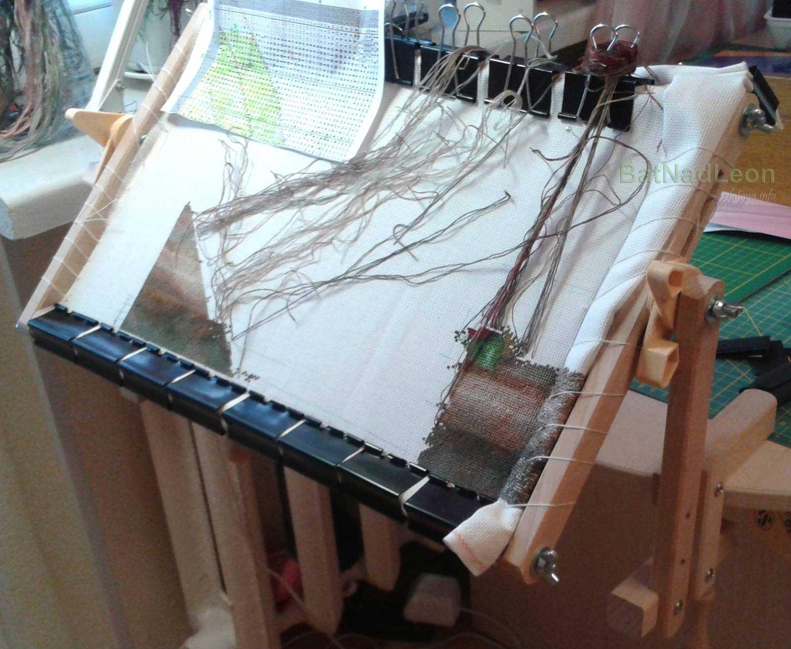 Как закрепить полотно для вышивки в станке 65