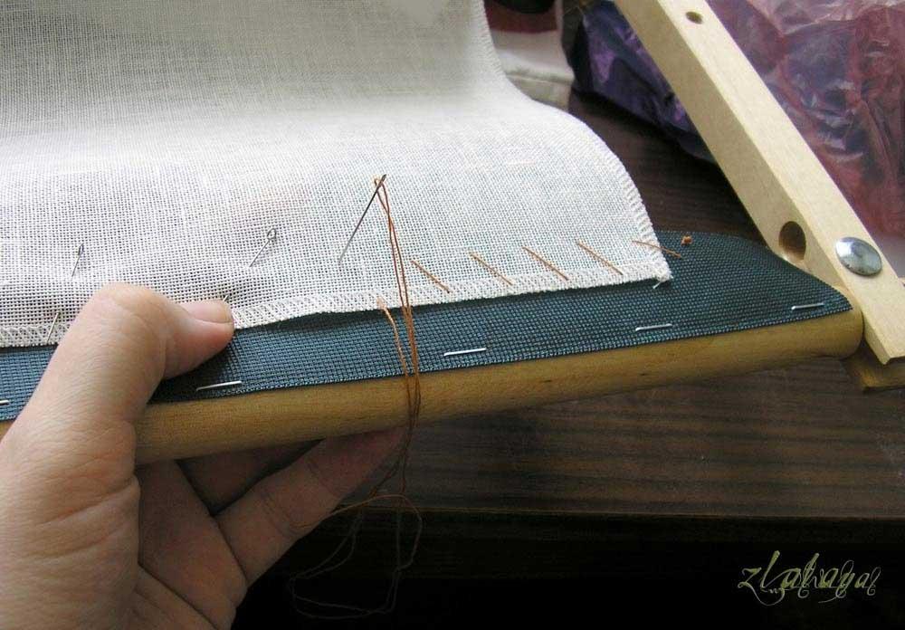Как закрепить полотно для вышивки в станке 64